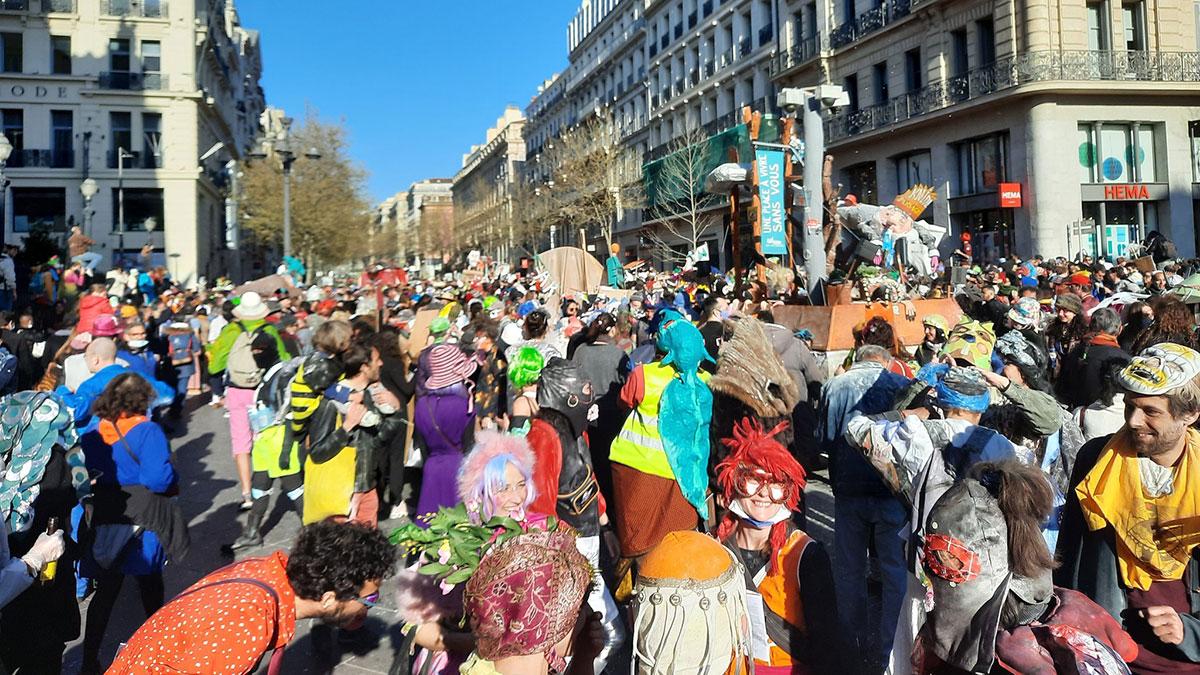 карнавал в районе Плен в Марселе
