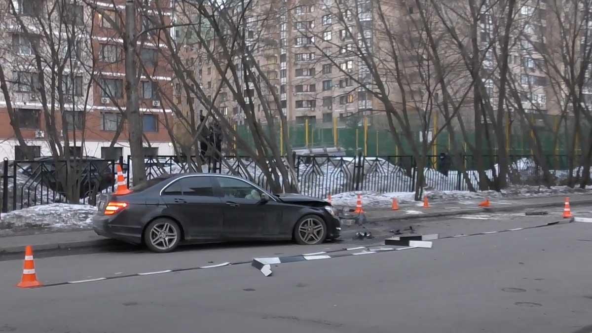 мерседес авария север Москвы
