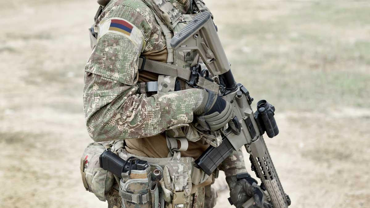 военный Армения армия с автоматом