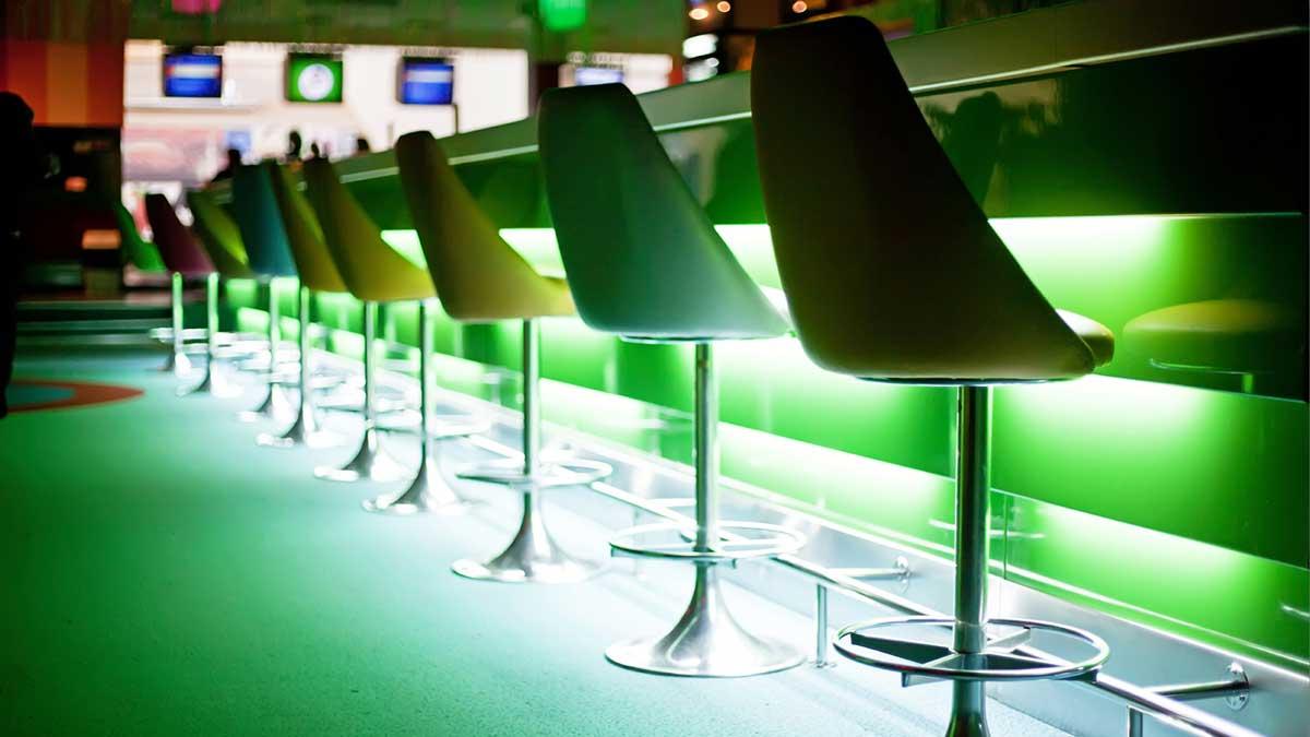 night club ночной клуб пустые места стулья