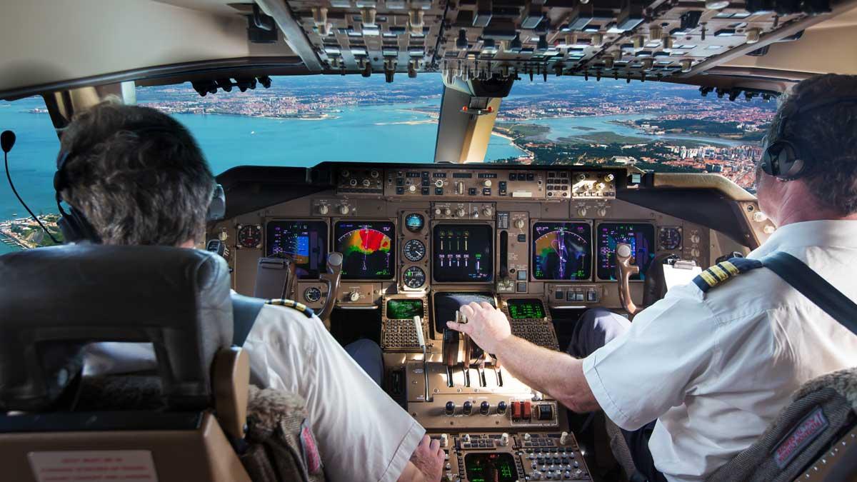 пилот пассажирского самолета