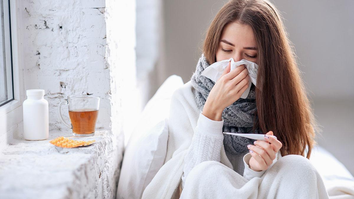 простуда девушка с носовым платком