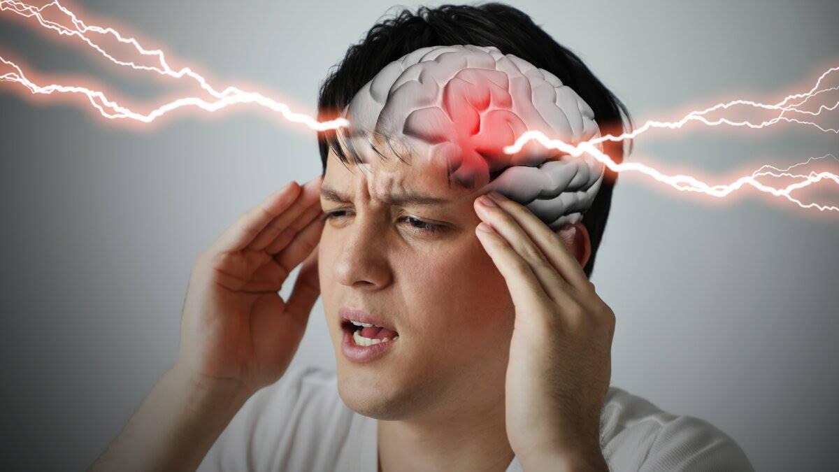 инсульт головная боль