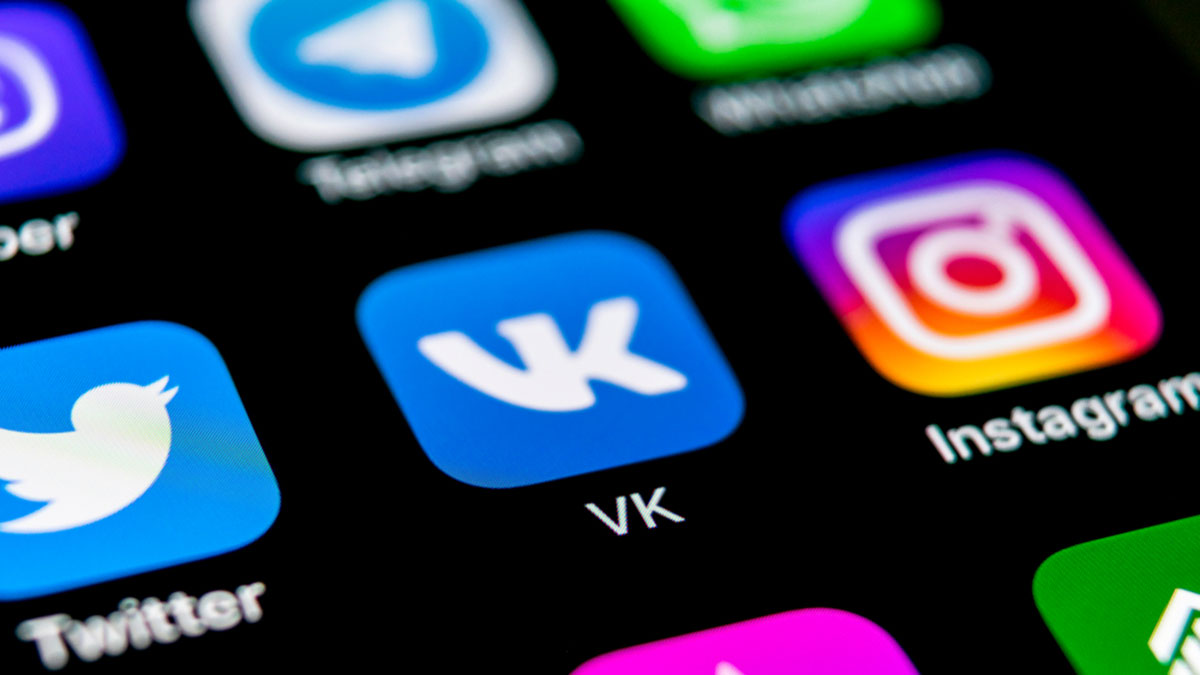 соцсети социальные сети на экране смартфона