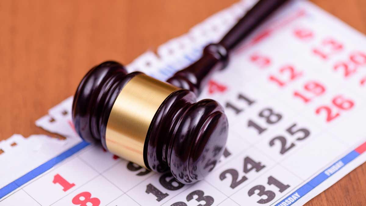 судебное заседание молоток календарь