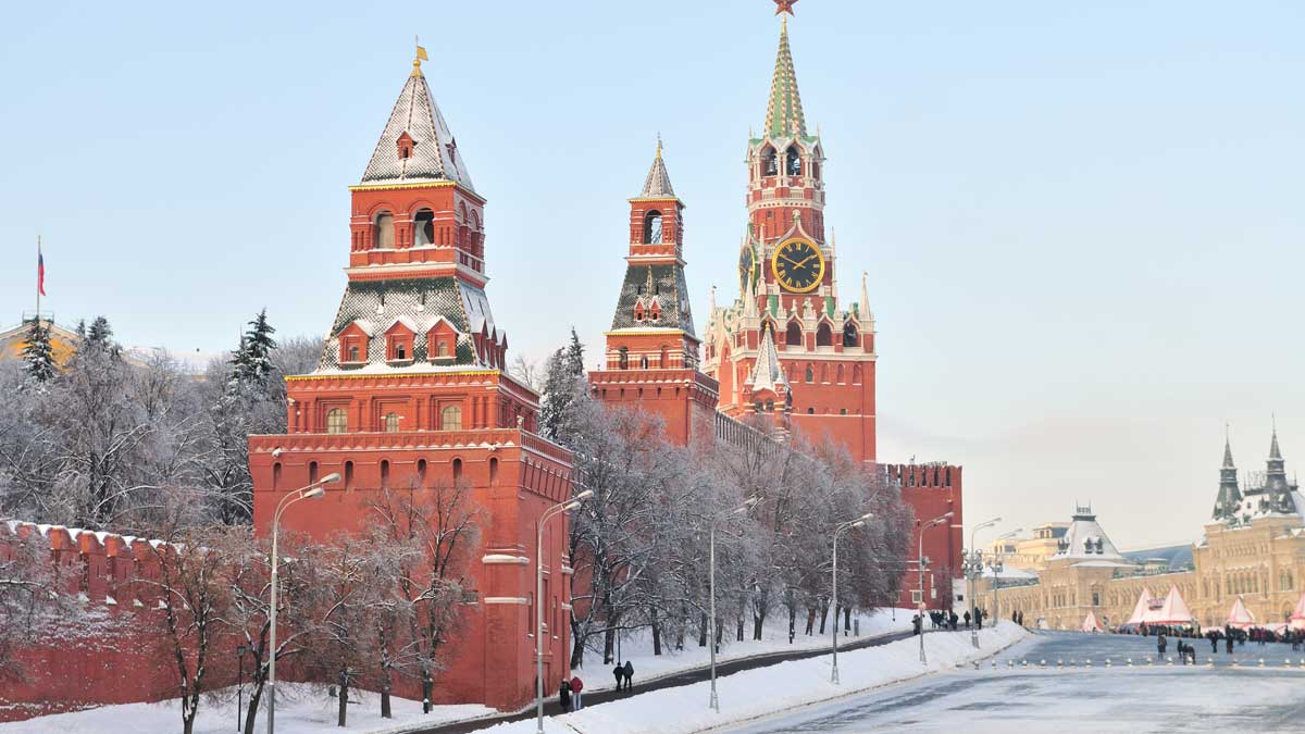 the kremlin Кремль улица люди снег фонари