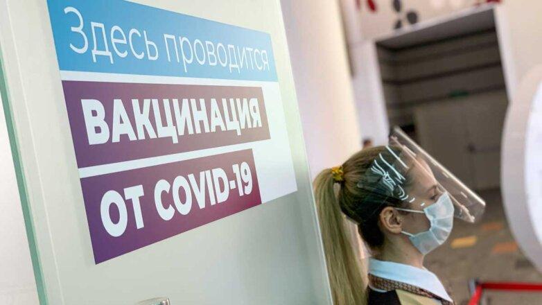 вакцинация коронавирус девушка в маске