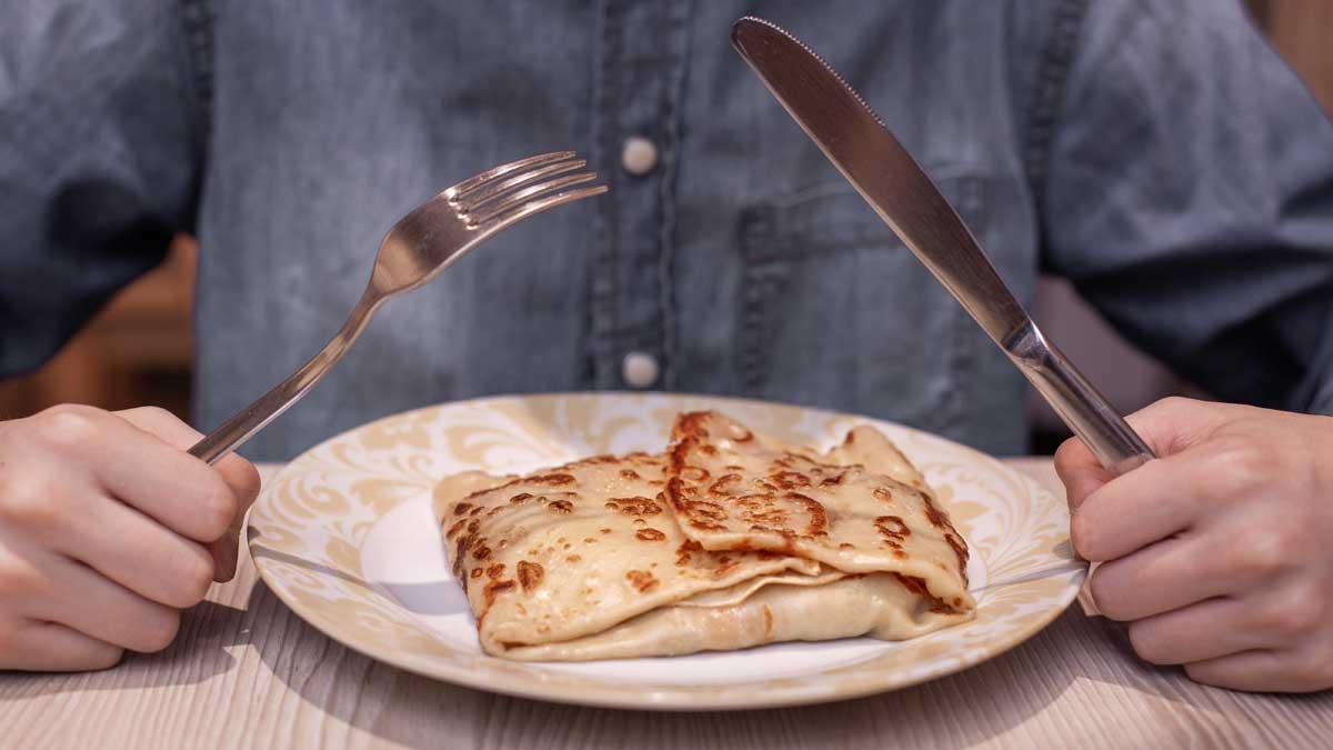 вилка ножик тарелка блин
