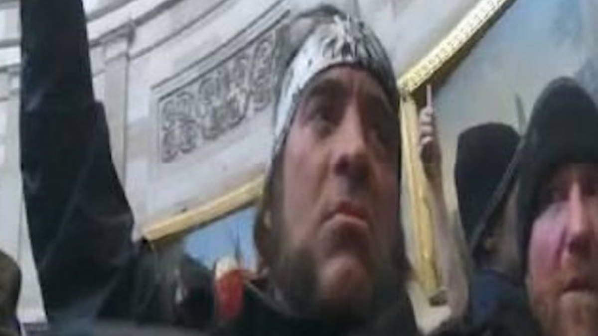 Участника беспорядков в Капитолии арестовали