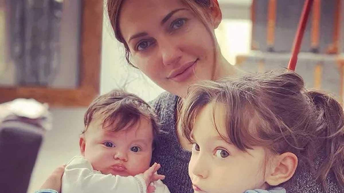 37-летняя Мерьем Узерли и ее дочки