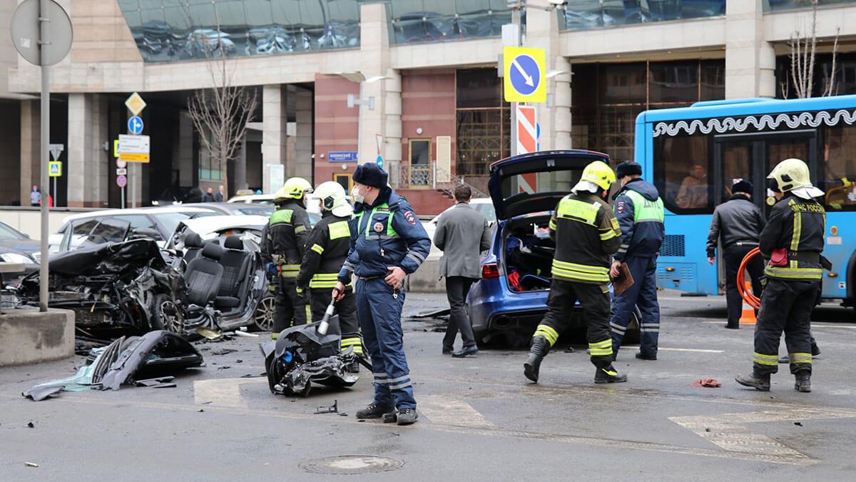 ДТП с участием трех автомобилей на Новинском бульваре
