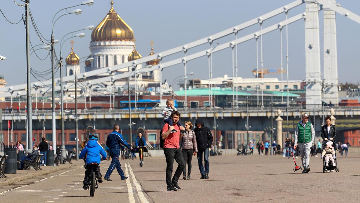 теплая солнечная погода в москве весна апрель прохожие