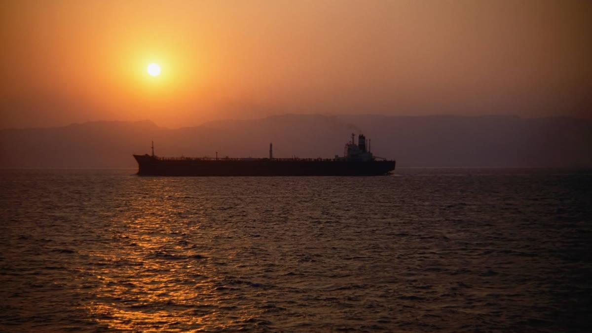 Грузовое судно корабль силуэт