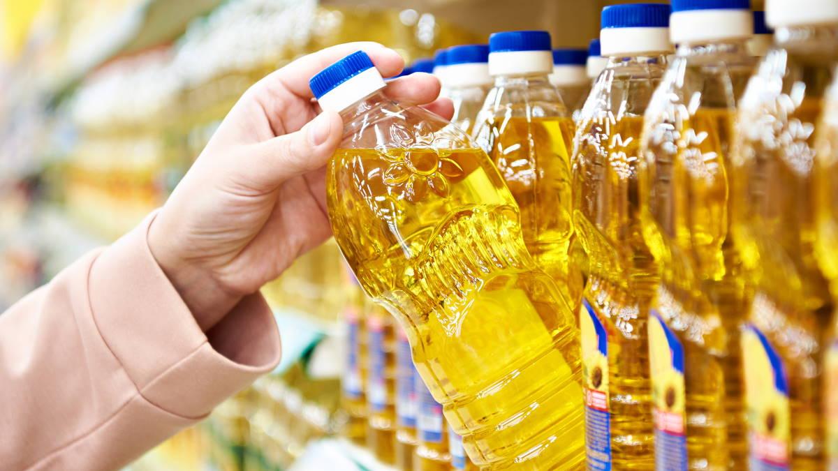 Подсолнечное масло на полках