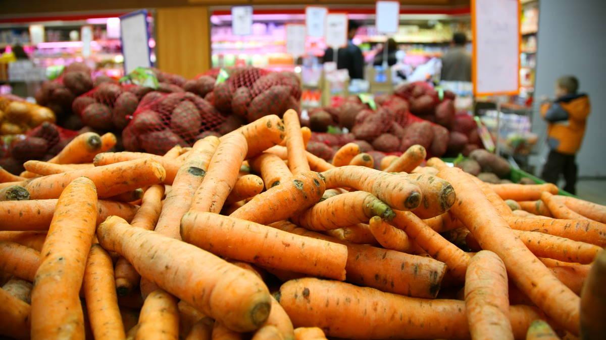 Морковь картофель в магазине