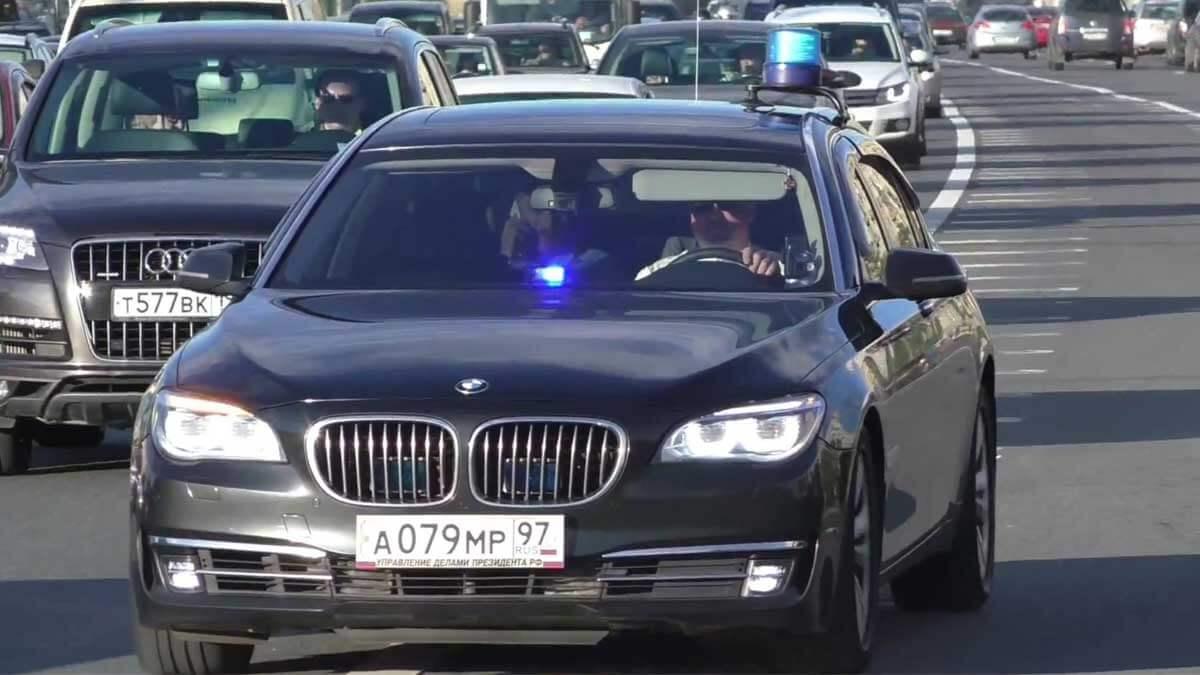 Дмитрий Песков в автомобиле