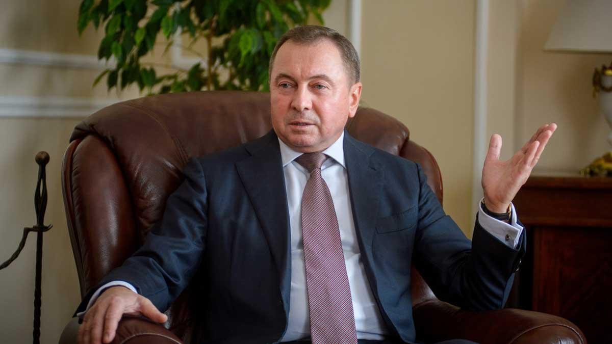 Глава МИД Белоруссии Владимир Макей в кресле