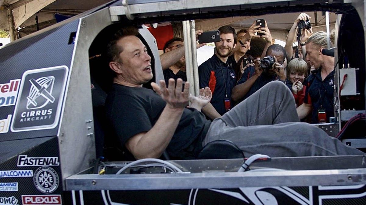 HyperLoop Elon Musk Илон Маск в капсуле