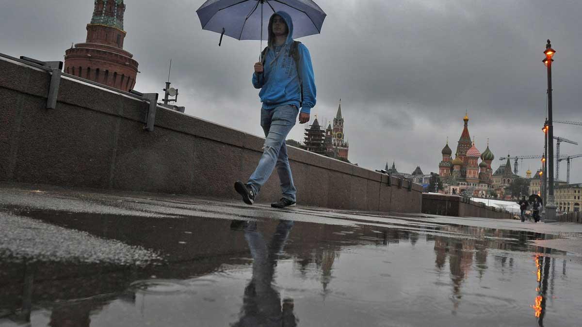 Москва дождь зонтик лужа