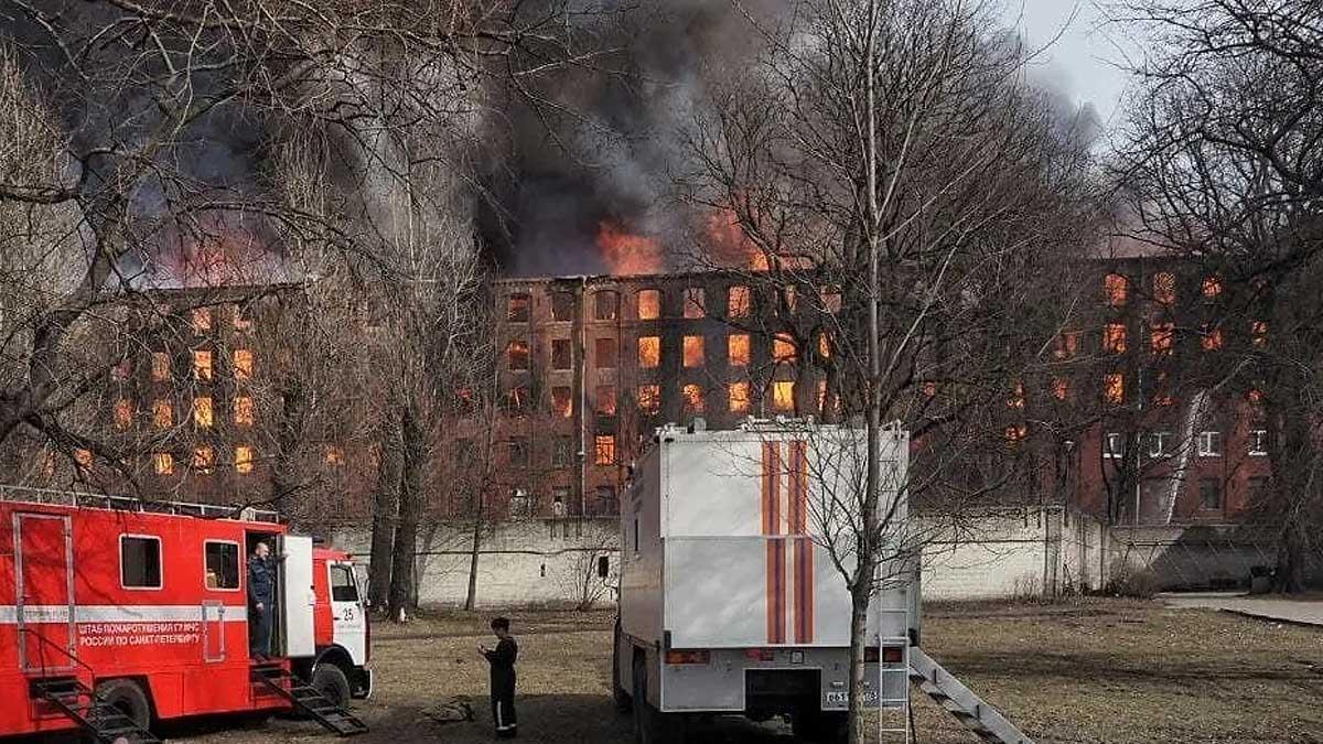 Невская мануфактура горит пожар