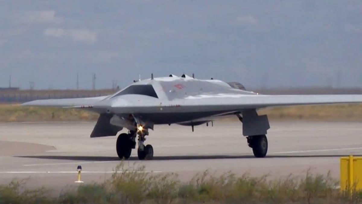 Тяжёлый ударный беспилотный летательный аппарат С-70 Охотник