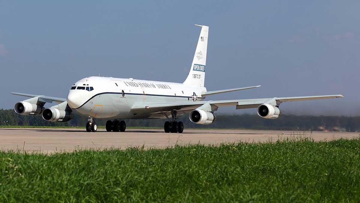 Самолет США OC-135B