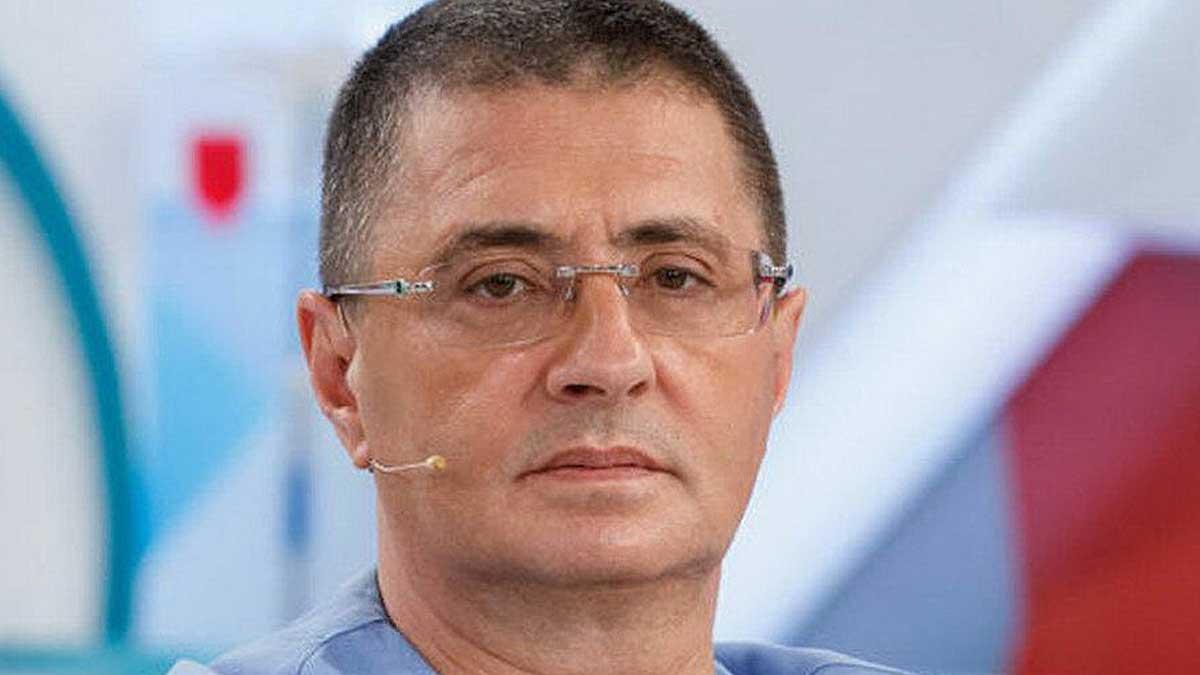 Врач и телеведущий Александр Мясников четыре