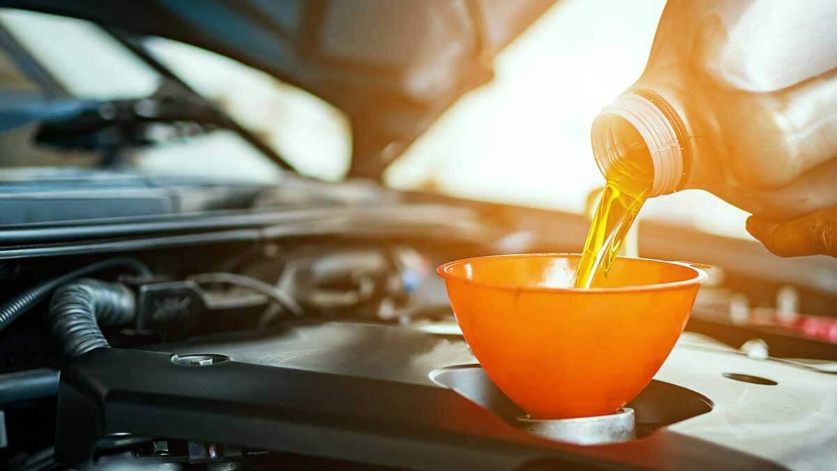 Замена масла автомобиль солнечный свет