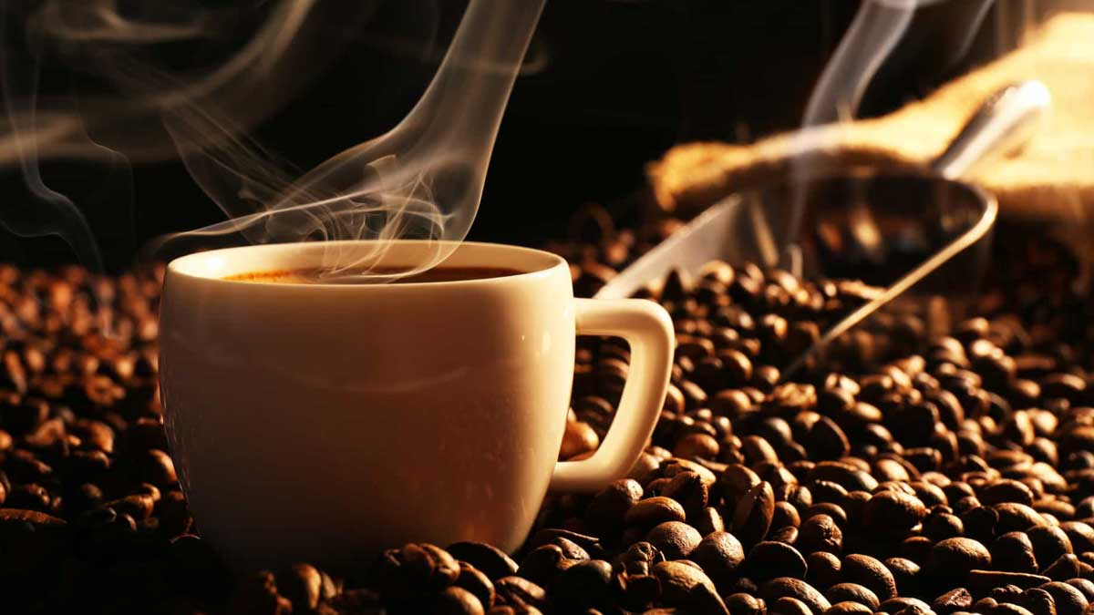 чашка кофе зерна лопатка