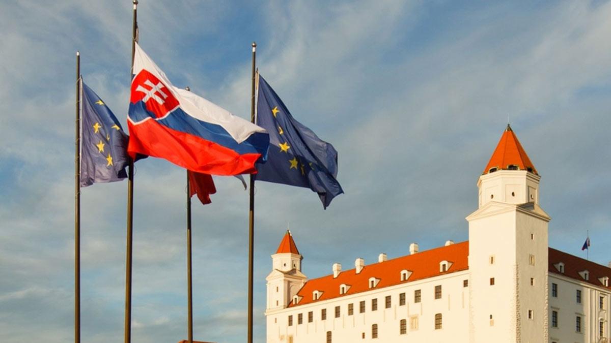 cловакия евросоюз флаги братислава