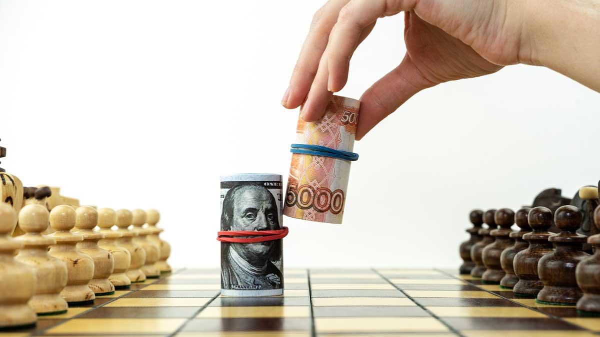доллары и рубли на шахматной доске