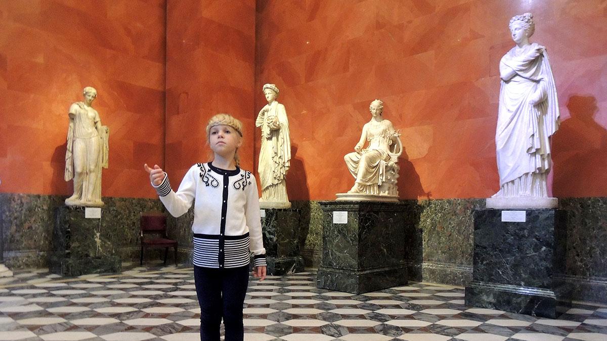 эрмитаж зал диониса скульптуры девочка