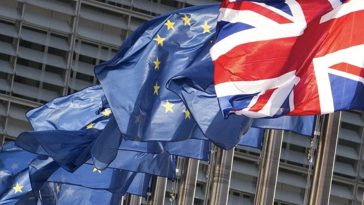 флаги британии и евросоюза