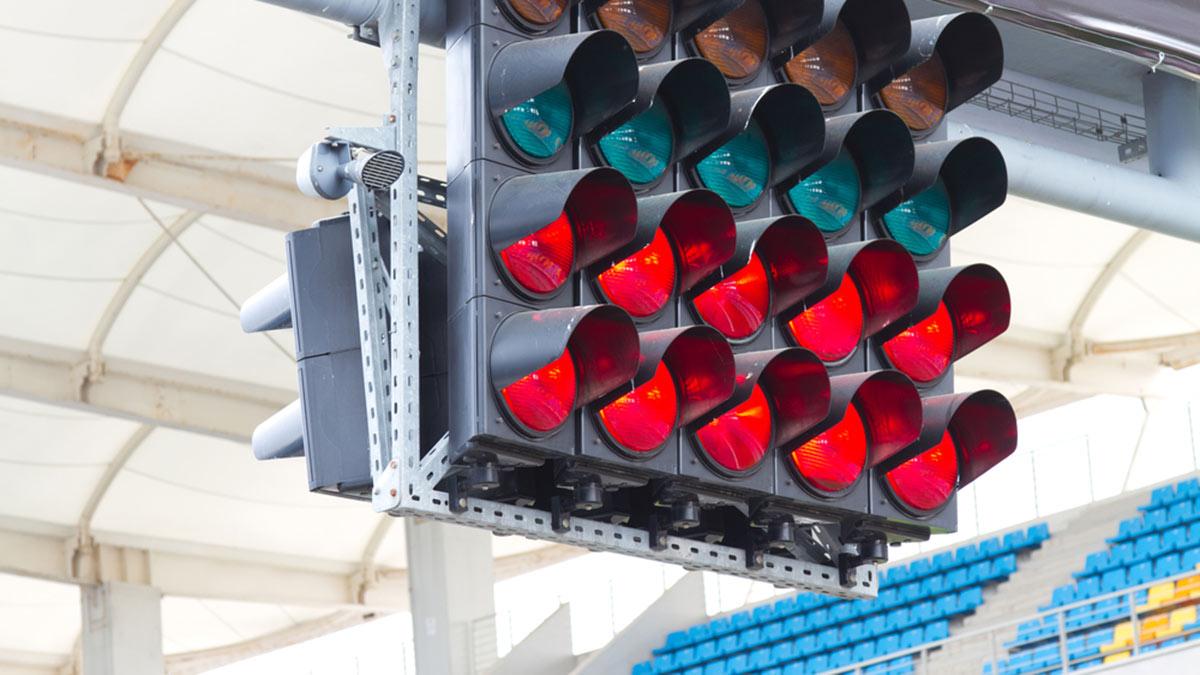 формула 1 стартовые огни светофор красный