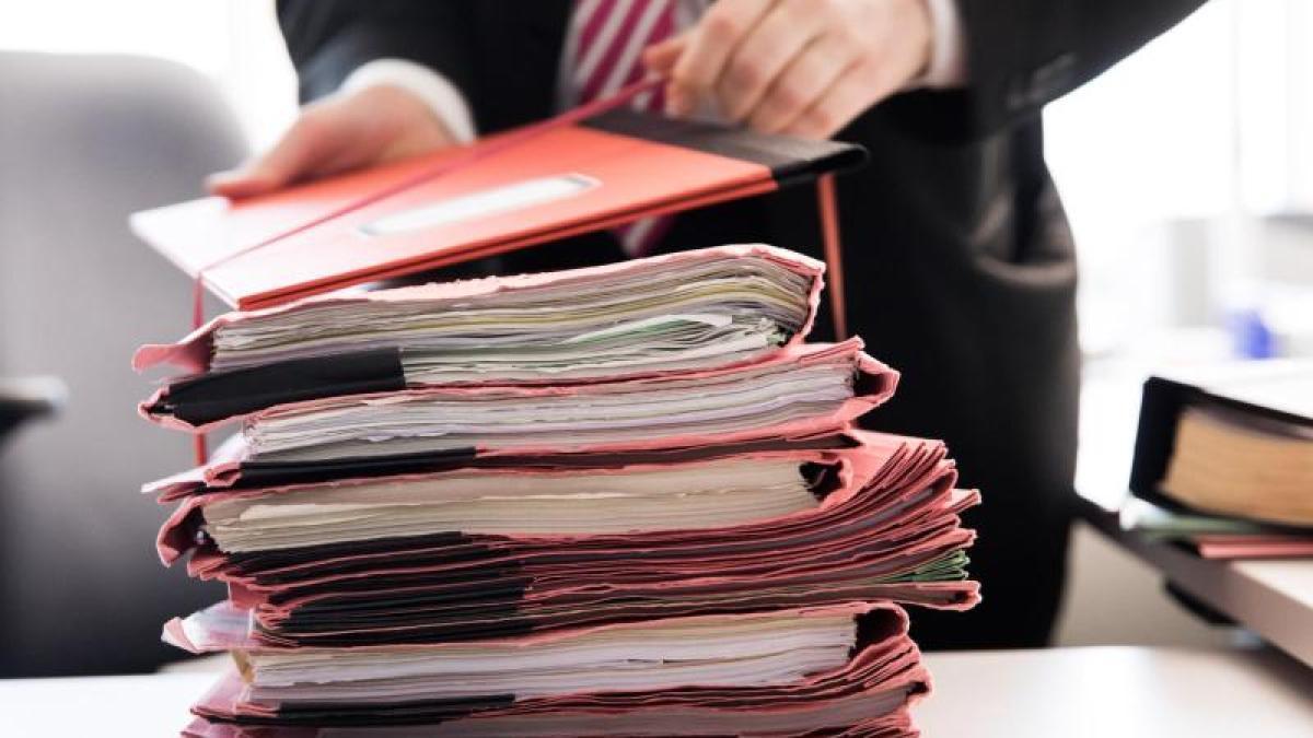 связка пачка бумаг справок бюрократия