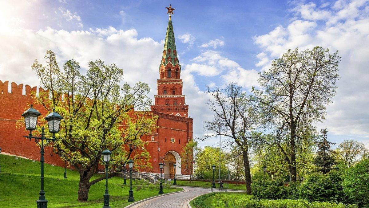 солнечно в Москве Боровицкая башня