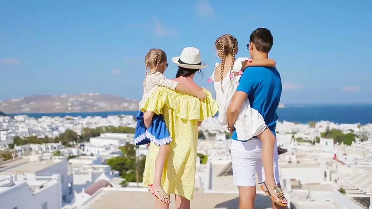 туристы в Греции семья
