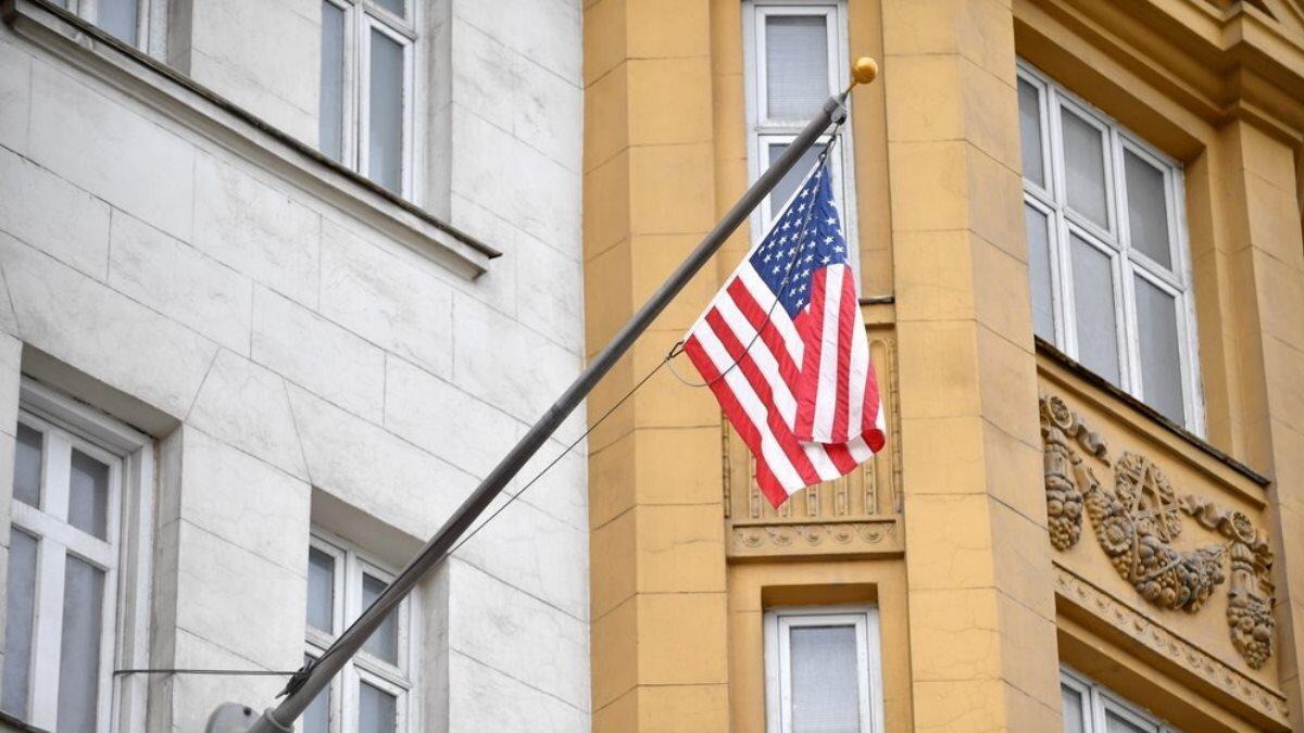 посольство США флаг