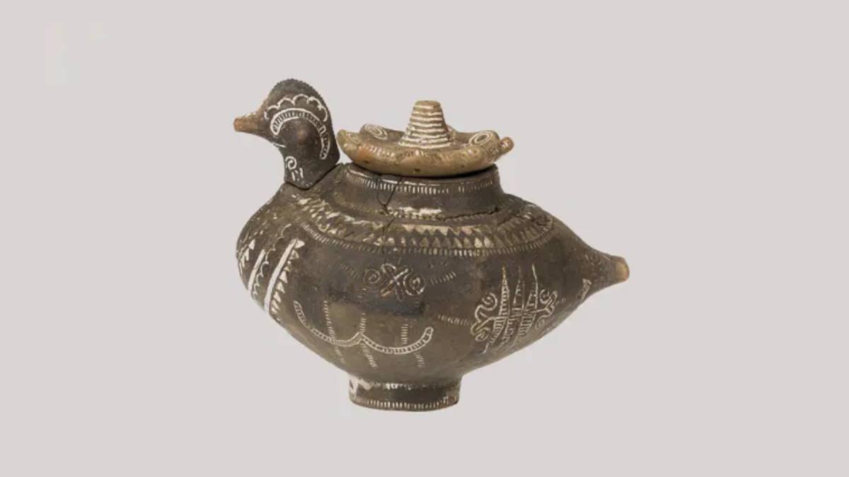 керамический сосуд в форме птицы