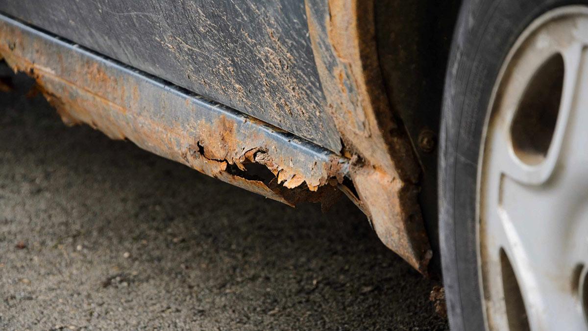 коррозия ржавчина на пороге автомобиля крыло