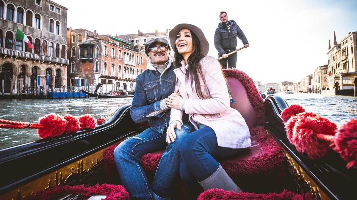 мужчина и женщина лодка Италия Венеция