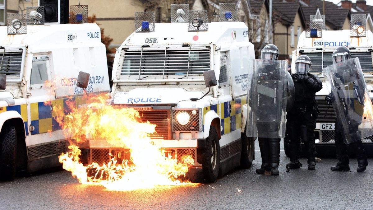 беспорядки полиция Белфаст Ирландия