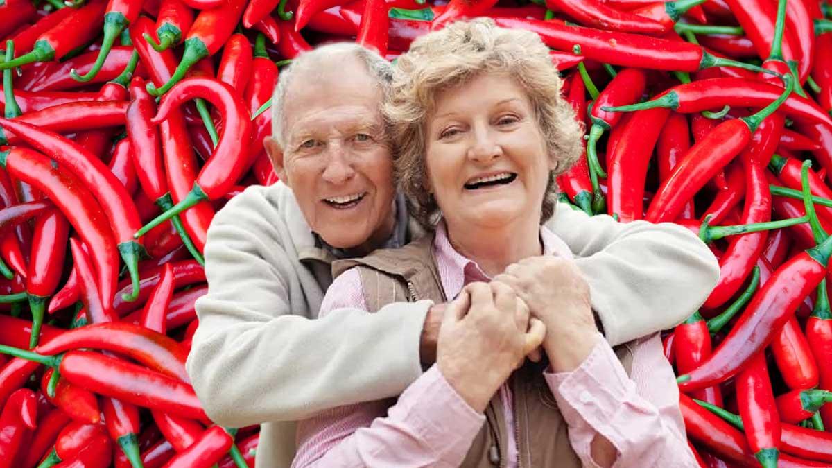 пожилая пара радуется улыбка перец чили