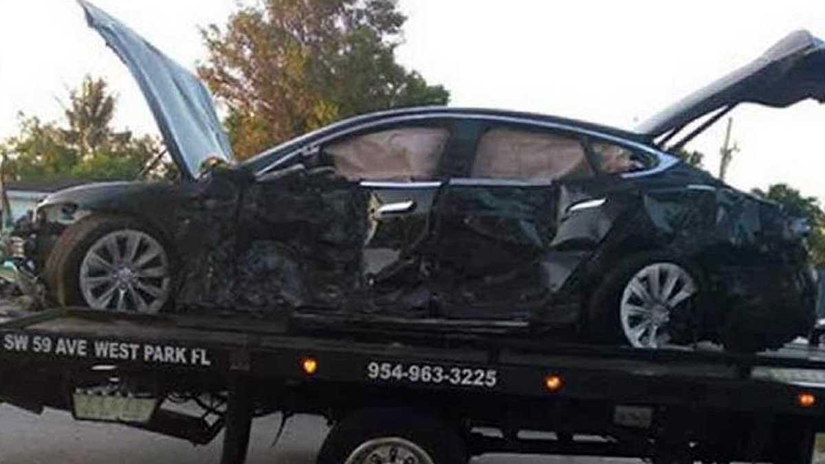 разбитый автомобиль Tesla