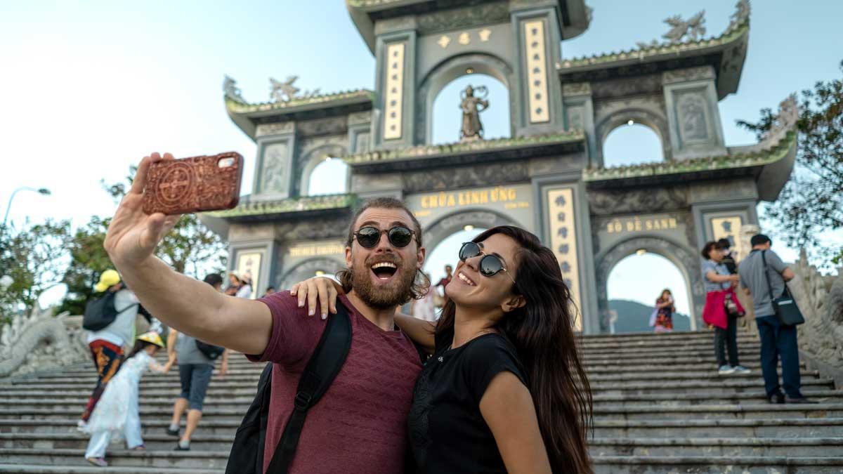 счастливые туристы Вьетнам