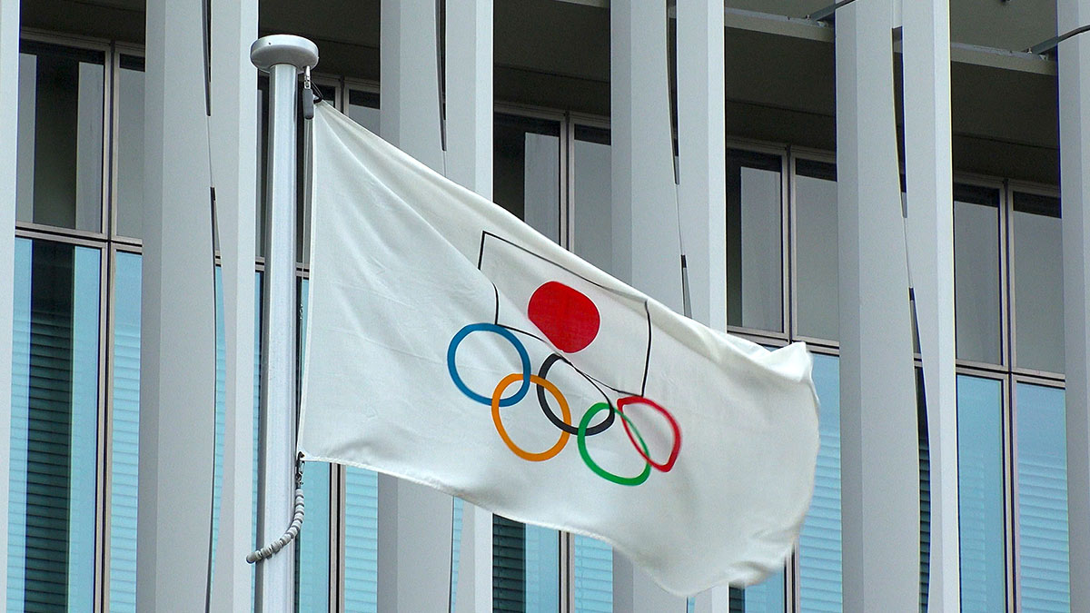 флаг олимпийские игры в японии
