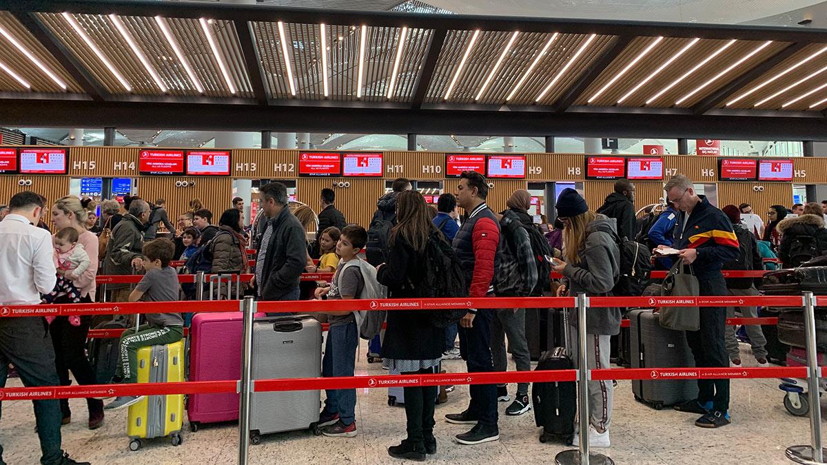 очередь на регистрацию в аэропорту стамбула