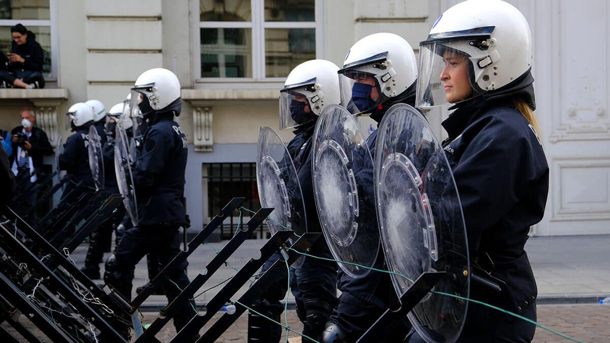 полиция брюсселя бельгия протесты демонстрация