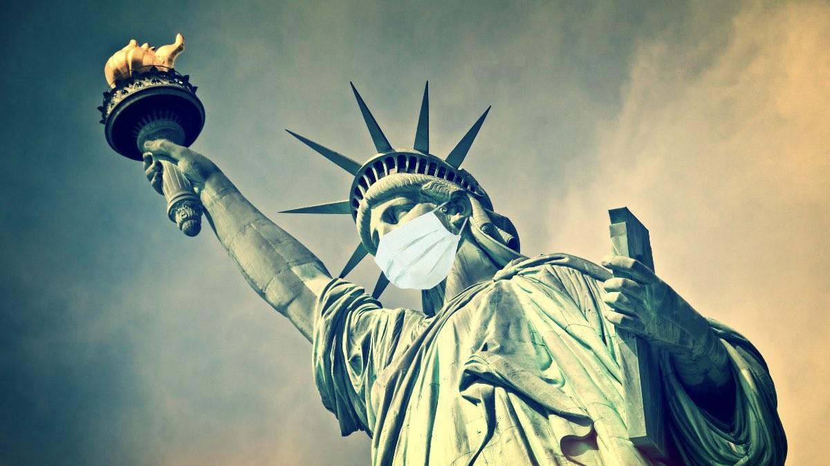 США Нью-Йорк статуя свободы в маске