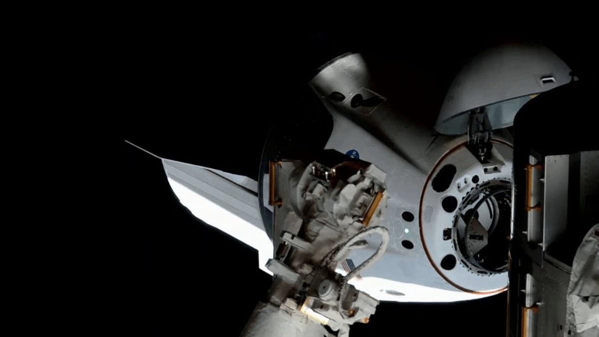 стыковка Crew Dragon к МКС